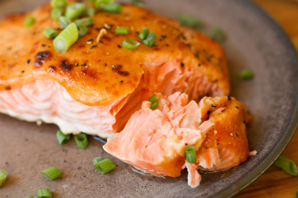 Baked Salmon with Spicy Creamy Sauce – Healthyish Foods