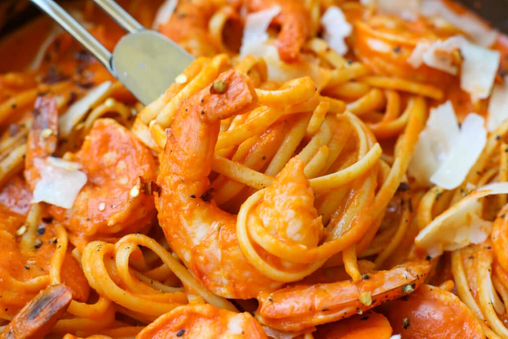 Shrimp Linguini with Roasted Red Pepper Sauce – Healthyish Foods