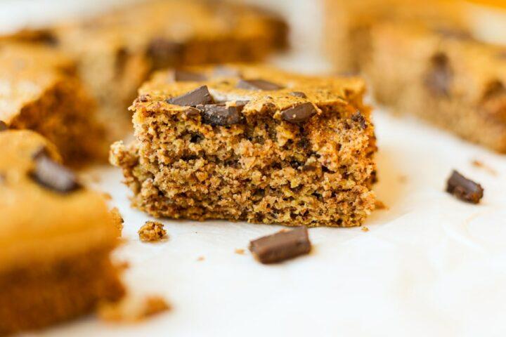 Blender Almond Butter Baked Oat Bars – Healthyish Foods